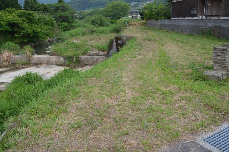 瑞梅寺川の横