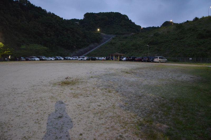 牛頸ダムホタルの広い駐車場