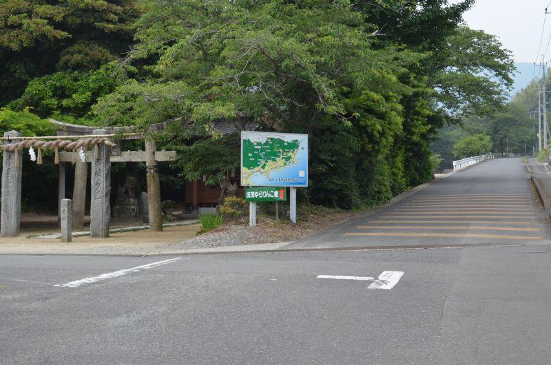 加茂川近くの鳥居