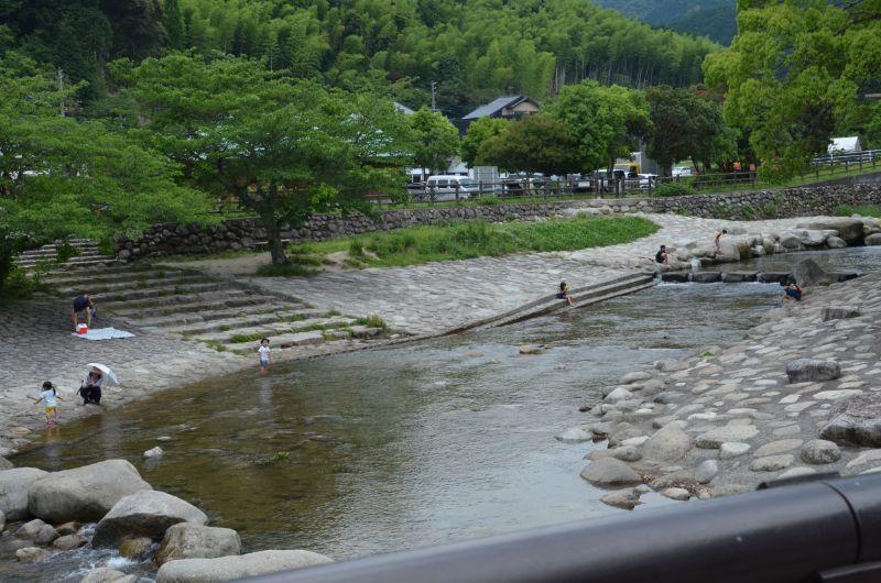 中ノ島公園で川遊び