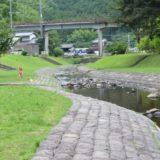 鳴淵ダム清流公園で川遊び。無料の滑り台で子供は大はしゃぎ