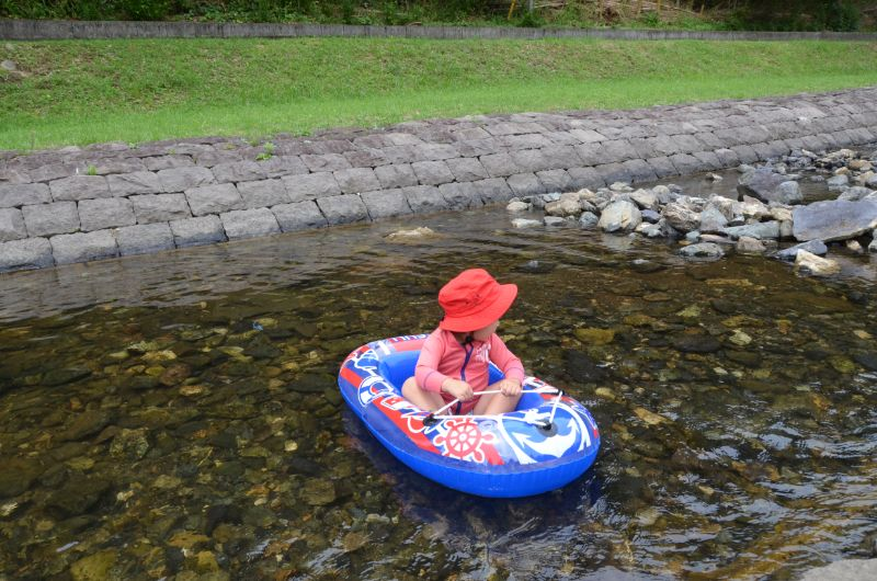 鳴淵ダム中流は安心して遊ぶことができる