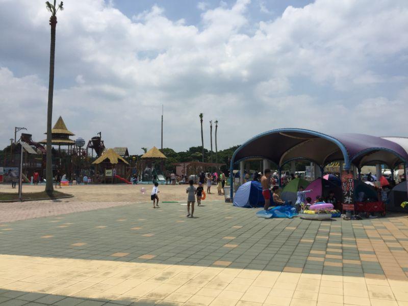 幼児プール横のテント設置場所