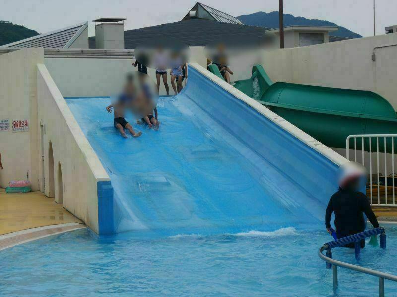 太宰府市民プールのウォータースライダーは浮き輪禁止