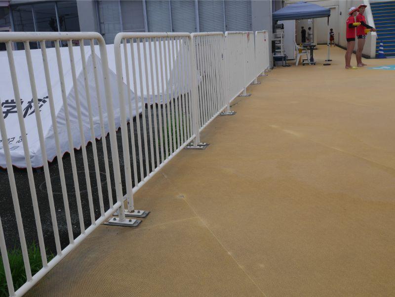 太宰府市民プールのテント設置フェンス