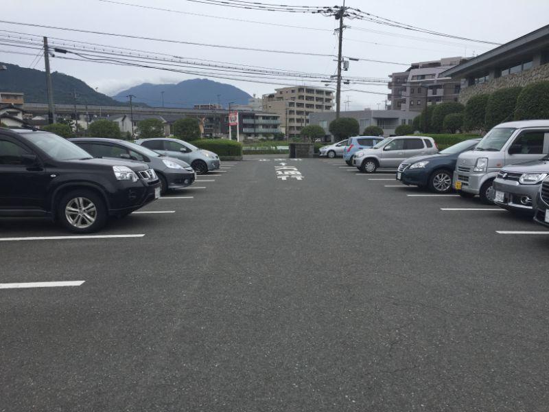 太宰府市民プールの駐車場は広くない