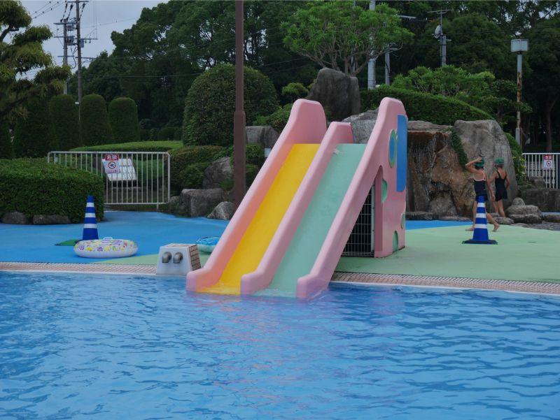 太宰府市民プールの幼児用滑り台