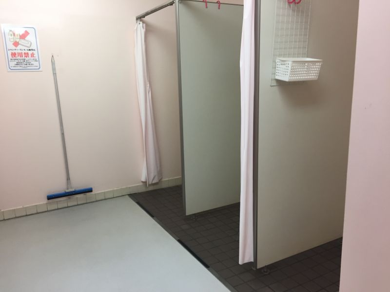 太宰府市民プールのシャワー室