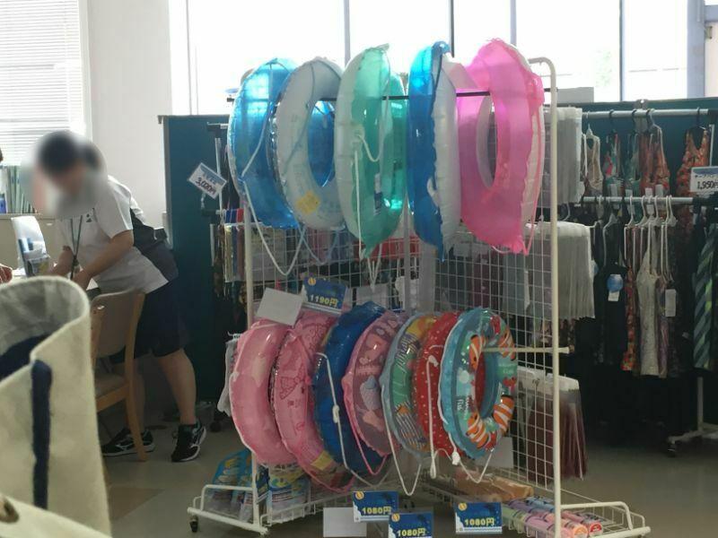 太宰府市民プールの浮き輪と水着販売