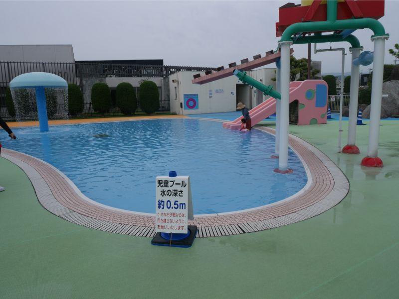 太宰府市民プール幼児用の水深は0.5m