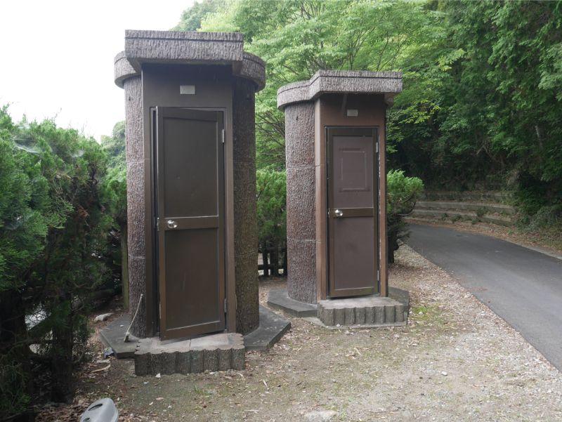 仲島水辺公園のトイレは2つ
