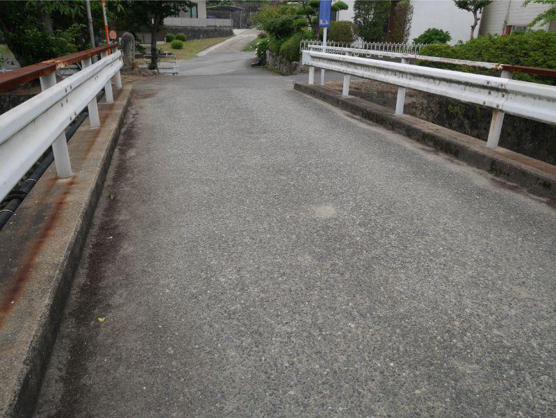 仲島水辺公園の河川プールは橋を渡って右折