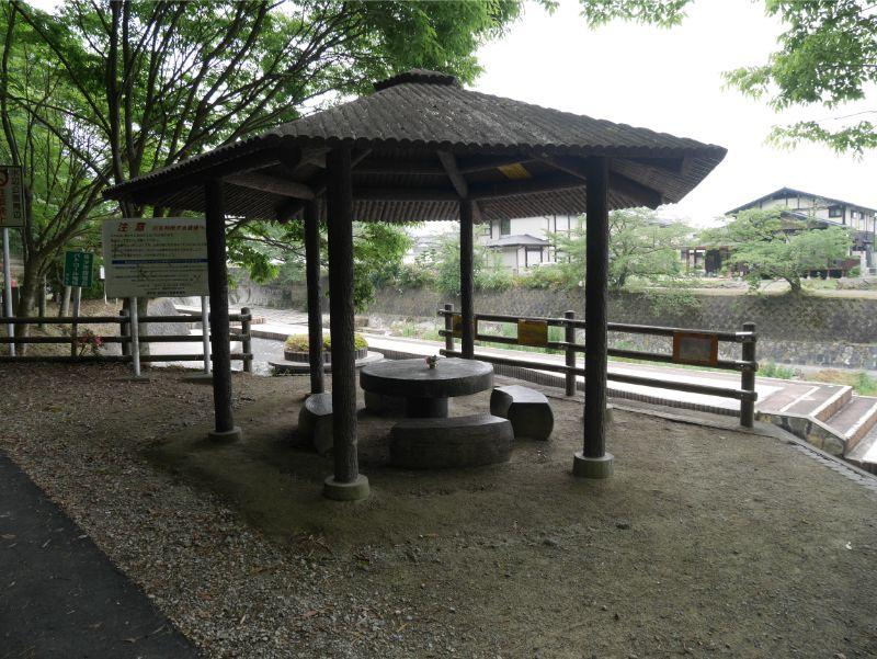 仲島水辺公園の休憩所