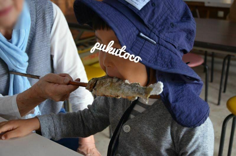 井手野観光栗園の魚の塩焼きを食べる