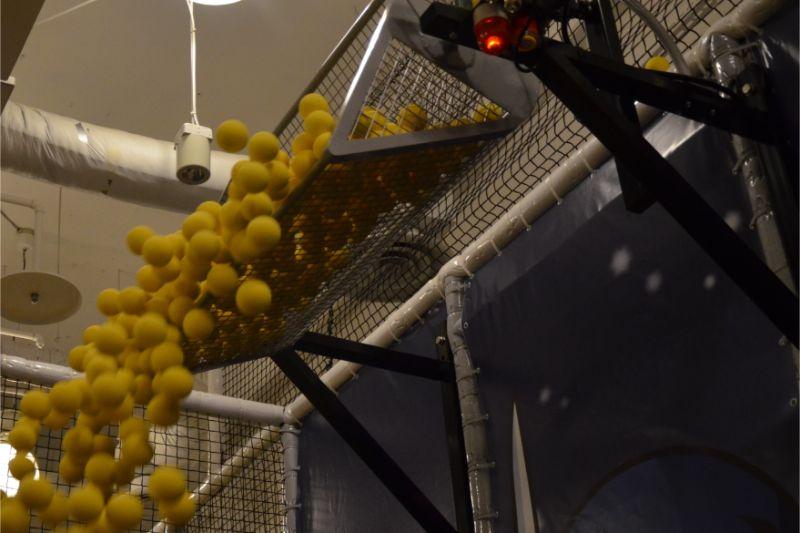 ジャイアントスタジアムのボール落下