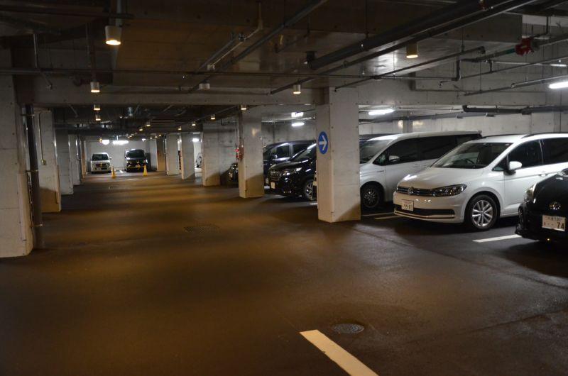 福岡市夜の動植物園の駐車場