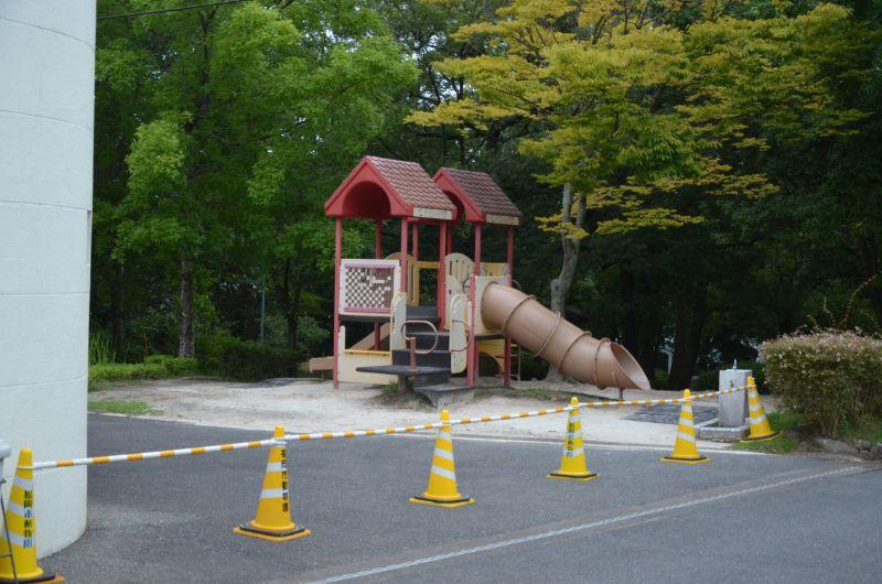 福岡市夜の動植物園の遊具