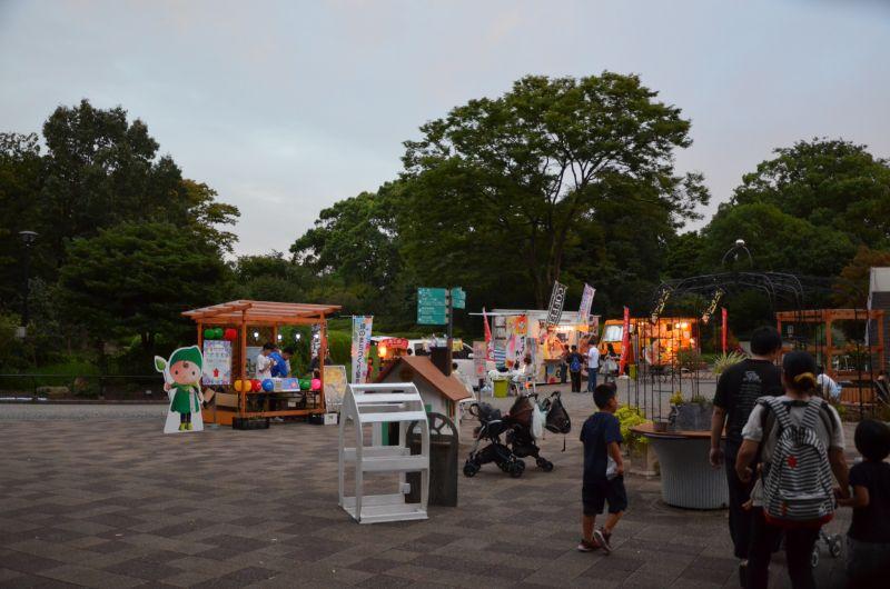 福岡市夜の動植物園のキッチンカー