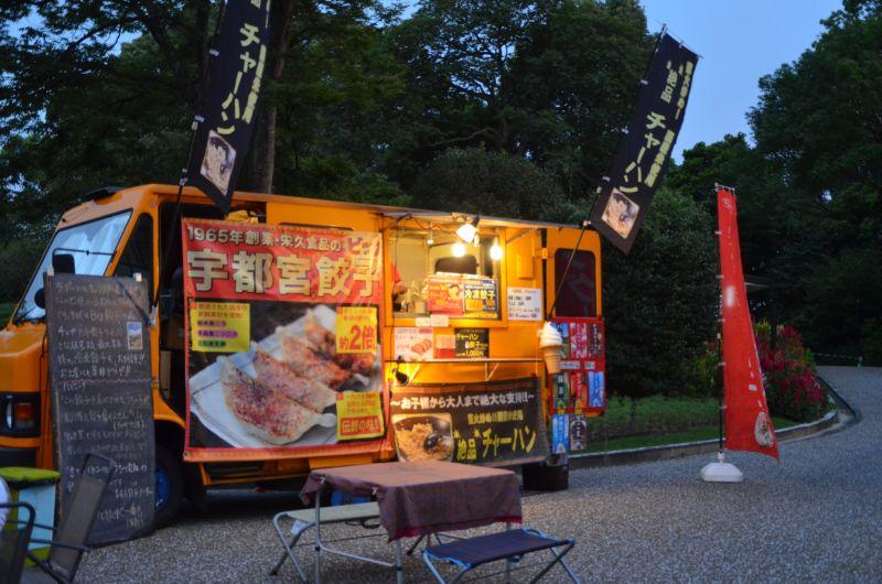 福岡市夜の動植物園のチャーハン販売