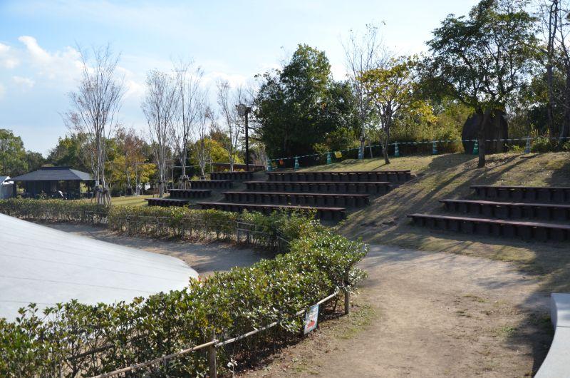 吉野ヶ里歴史公園のふわふわドーム横ベンチ